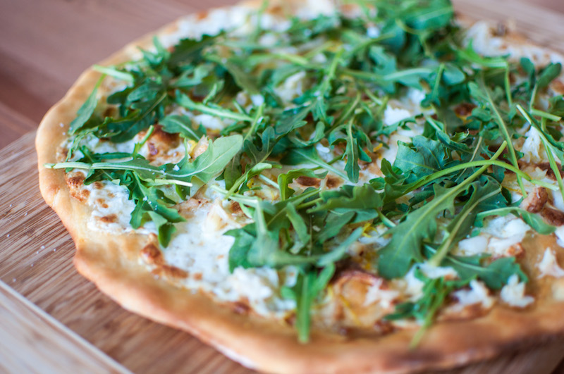 crab arugula pizza 05